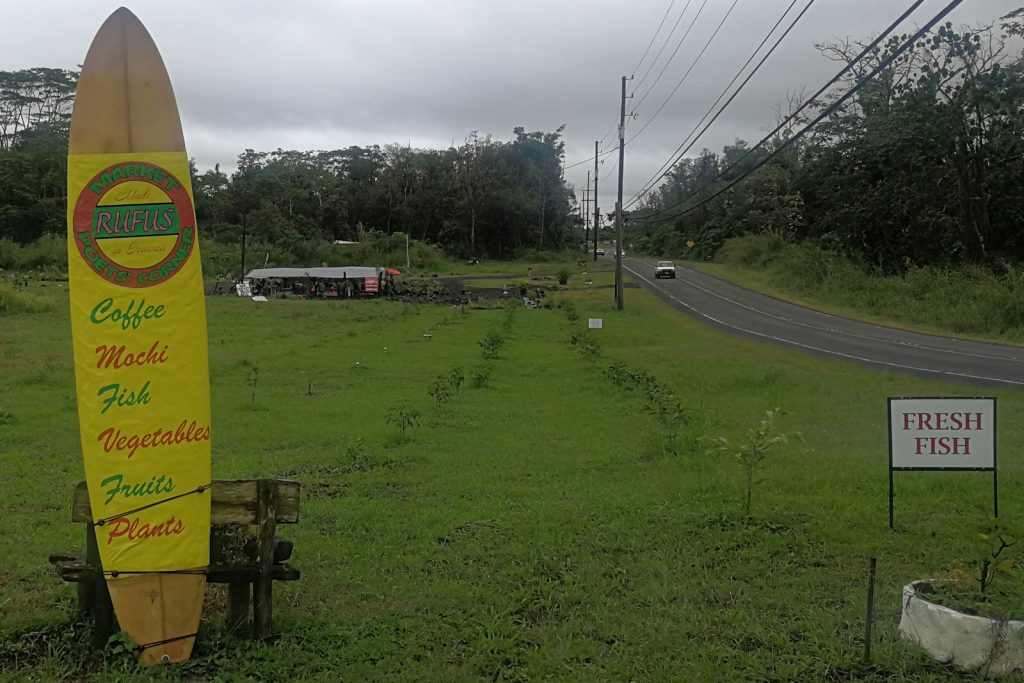Isla grande de Hawaii, carreteras y verde.