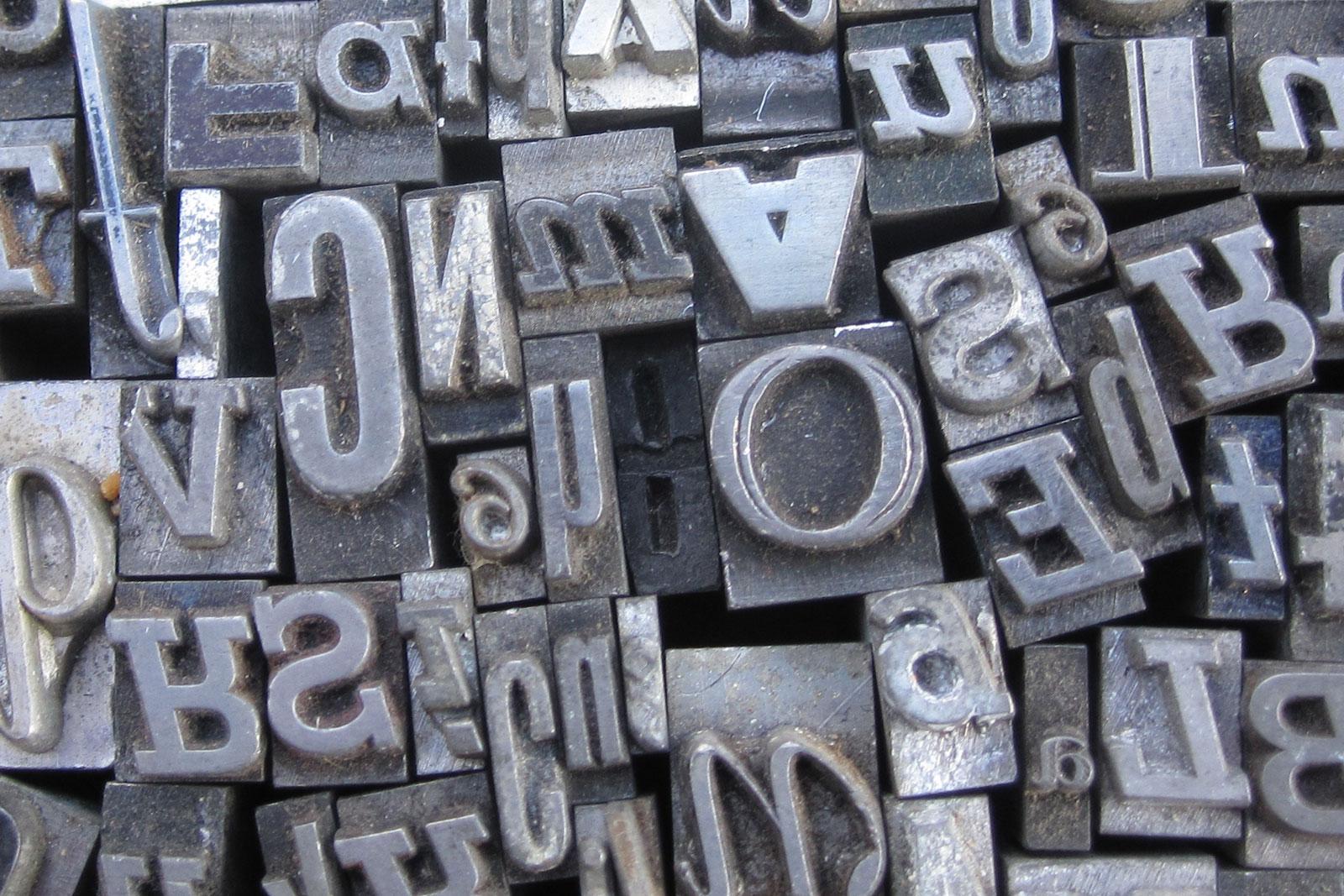 Tipos metálicos para trabajo en imprenta